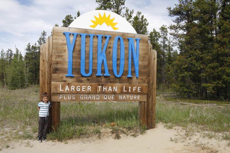 Sylvain, 5 ans, arrivant au Yukon (Canada)