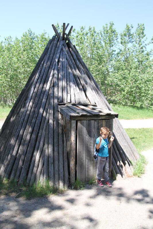 Sylvain devant le bain de vapeur - Heritage Park Calgary